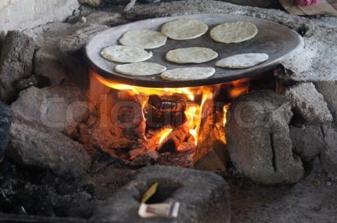 4789398-el-tradicional-comal-para-las-tortillas